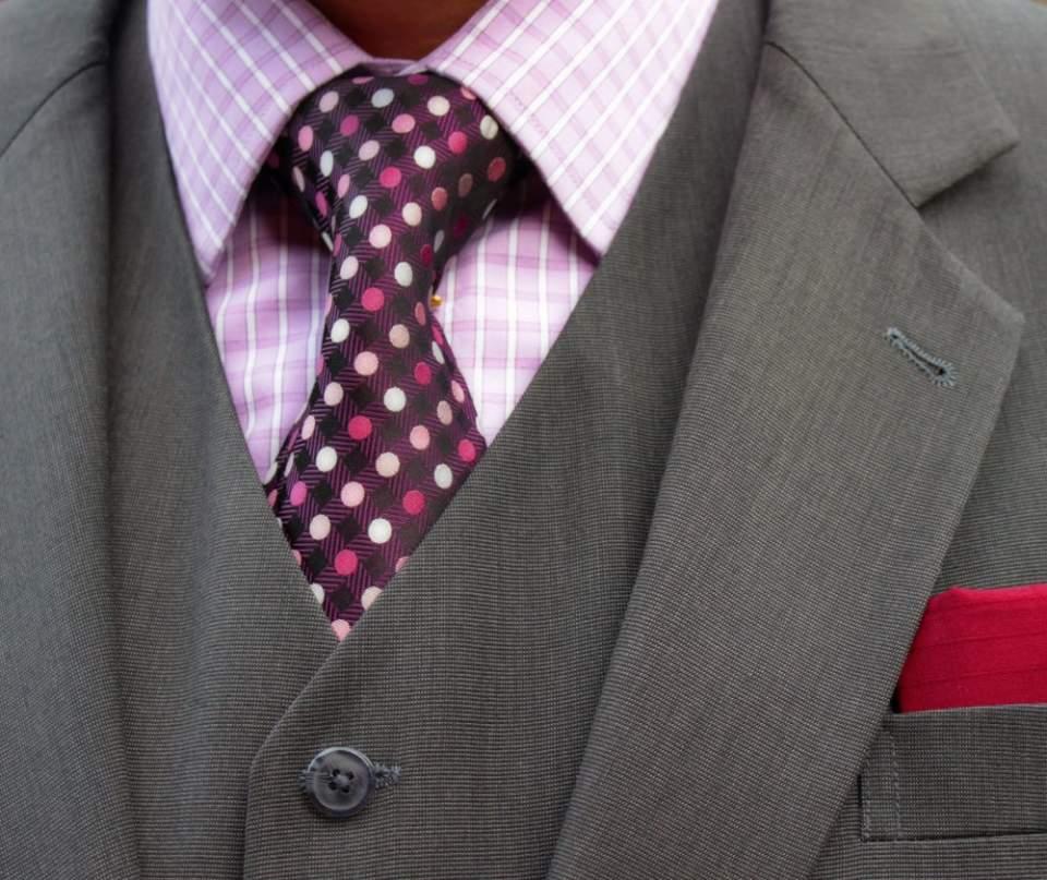 Vゾーンを左右する「ネクタイの結び方」:ワンランク上のおしゃれを目指すビジネスマン達へ 8番目の画像