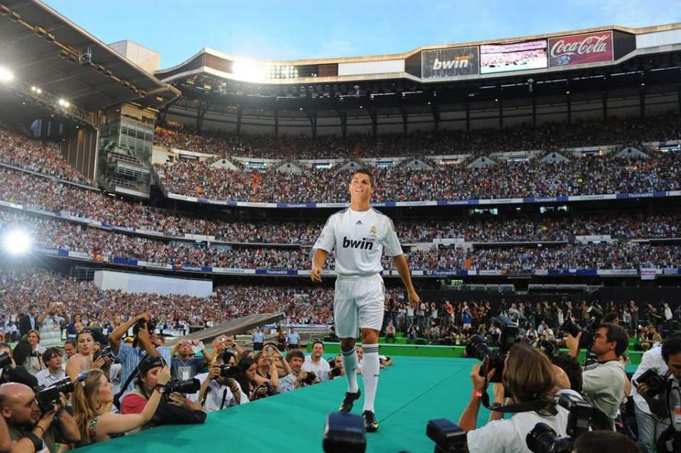 「欧州リーグ」と「Jリーグ」という収入格差の現実――欧州サッカーリーグの巨大な市場規模を見よ。 1番目の画像