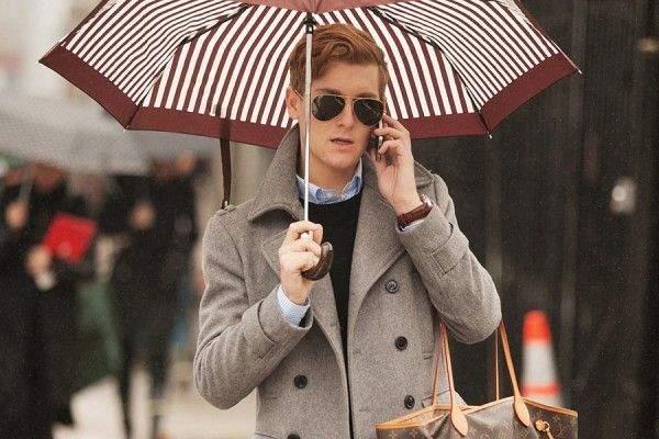 雨の日に持って出かけたいおすすめメンズ雨傘5選。鬱蒼とした雨の日に、上品な演出を。 1番目の画像