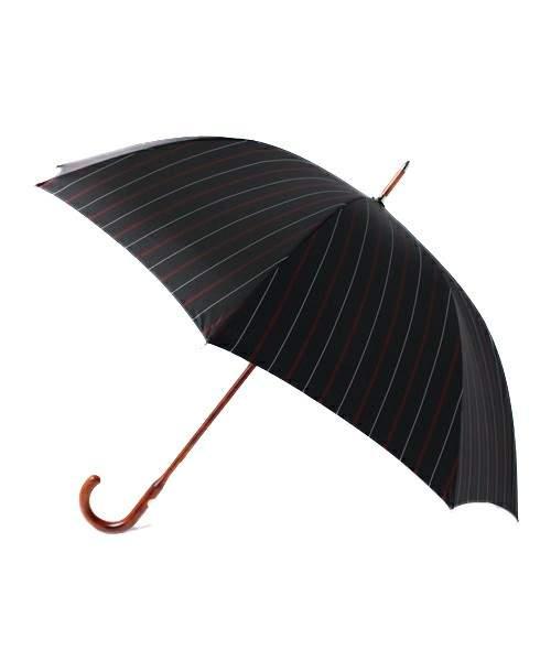 雨の日に持って出かけたいおすすめメンズ雨傘5選。鬱蒼とした雨の日に、上品な演出を。 3番目の画像