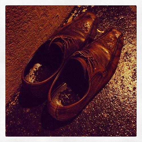 憂鬱な雨の日のビジ靴事情。ビジネスマンなら知っておきたい、雨の日の靴の履き方とケアまとめ 2番目の画像
