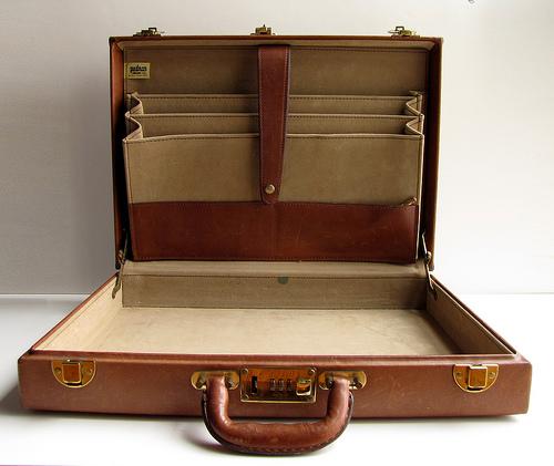大人なブリーフケースは革が良い。大人のワガママを叶えるおすすめのブリーフケース 1番目の画像