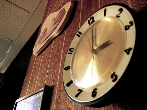 アンティークな掛け時計が欲しい。雰囲気たっぷりのアンティーク掛け時計でインテリアを格上げ 1番目の画像