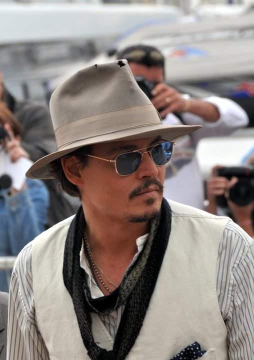 """3つのファッションスナップから見る、ジョニー・デップ流お洒落の哲学。""""お洒落""""は自分自身である 2番目の画像"""