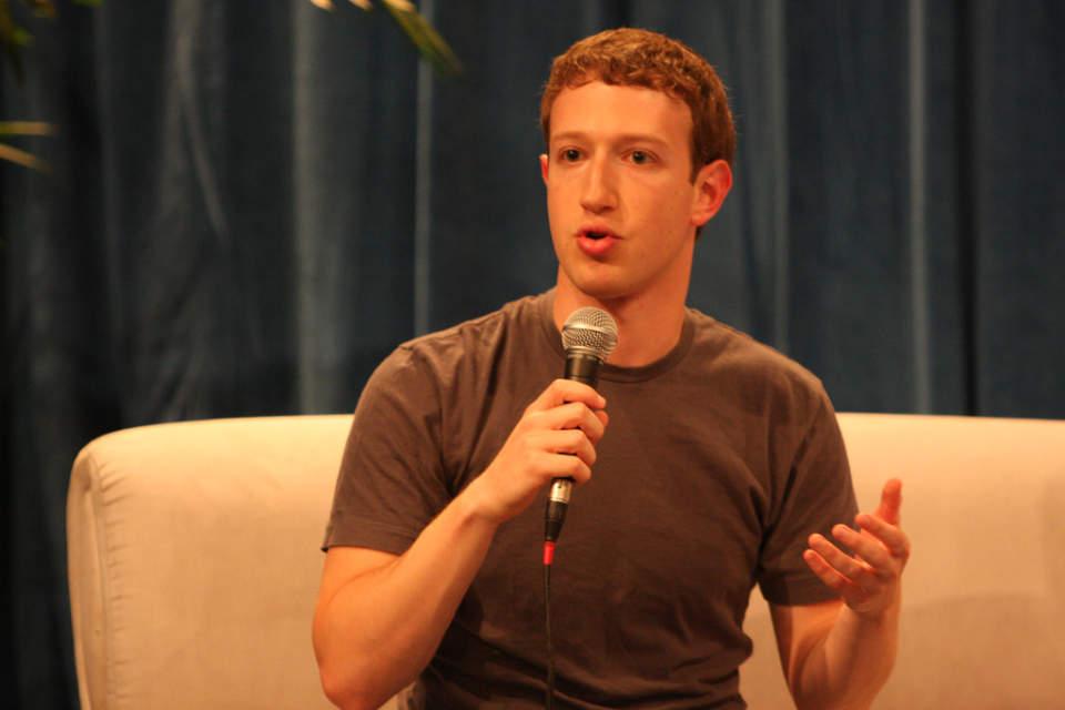 "Facebook創業者、マーク・ザッカーバーグの名言7選:""友達の日常の投稿を広告に変える"" 1番目の画像"