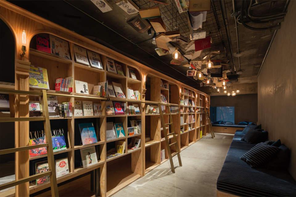 東京にある、異彩を放つおすすめ本屋。ビール片手に本を読もう。 2番目の画像