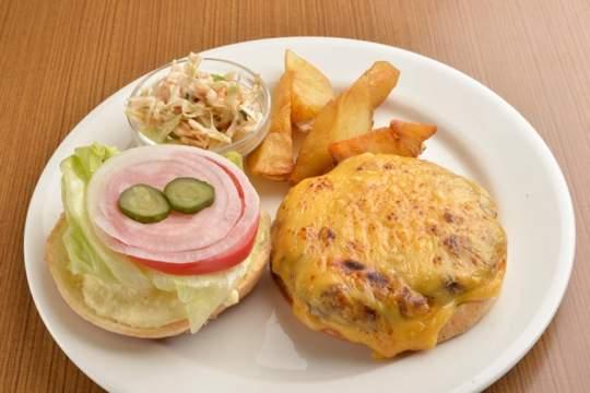 肉汁したたる、東京のハンバーガー11店:今食べなきゃ損! 新規オープンから老舗店まで。 10番目の画像