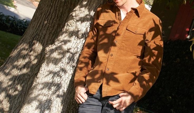 """コーデュロイシャツ着こなしの""""いろは"""" 秋冬限定アイテムだからこそ光る、大注目の着こなし 1番目の画像"""
