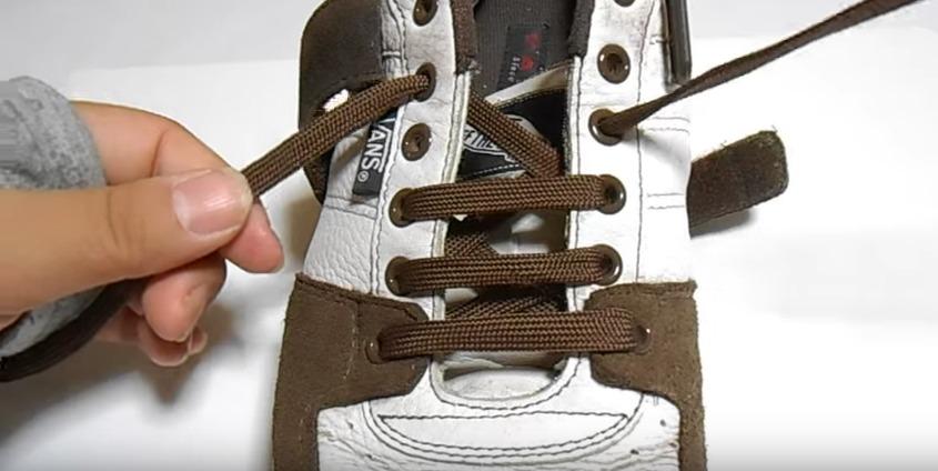 革靴の紐、買ったときの結び方のまま?シーン別ビジネスシューズの紐の結び方 8番目の画像