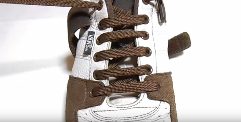 革靴の紐、買ったときの結び方のまま?シーン別ビジネスシューズの紐の結び方 9番目の画像
