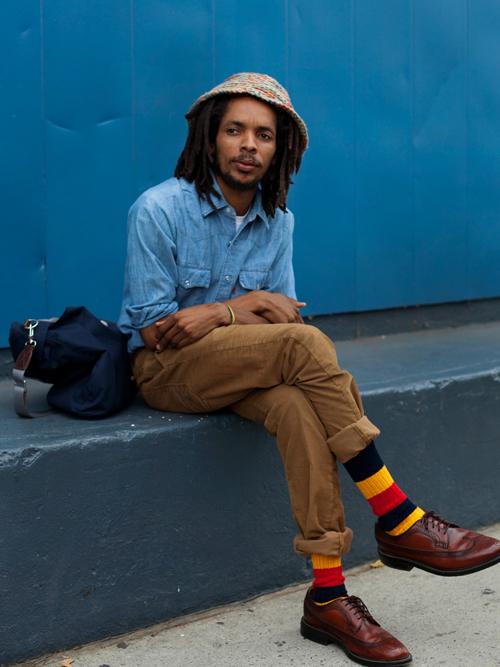 おしゃれメンズのこだわり「ハイセンス靴下コーデ」:シンプル・無難なコーデも、靴下一つで大変身! 6番目の画像