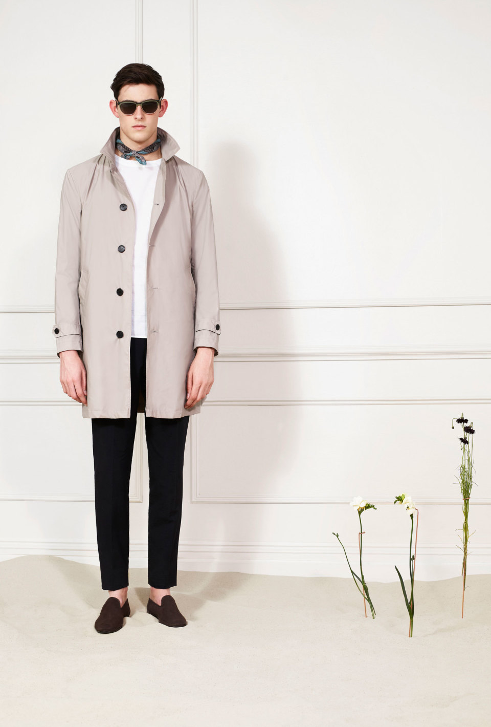 """ステンカラーコートでシンプルおしゃれなメンズ着こなしを。""""おしゃれの究極はシンプルにあり!"""" 3番目の画像"""