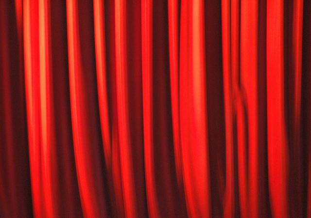 部屋が七色に変わるカーテンの色選び。カーテンの色でワンランク上の部屋作りを 2番目の画像