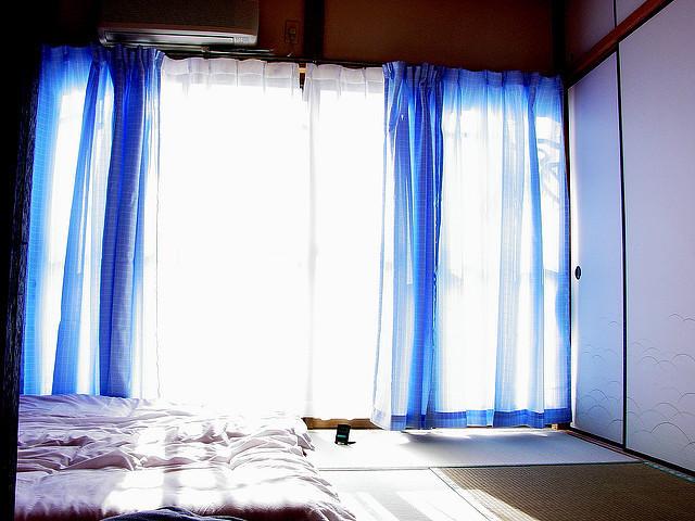 部屋が七色に変わるカーテンの色選び。カーテンの色でワンランク上の部屋作りを 6番目の画像