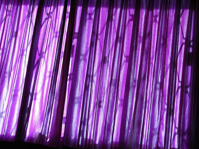 部屋が七色に変わるカーテンの色選び。カーテンの色でワンランク上の部屋作りを 7番目の画像