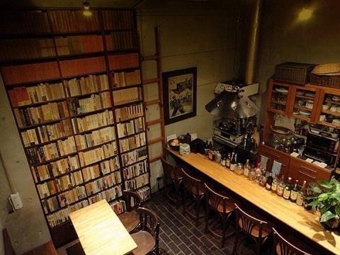 「行けば本の虜になる」5つのおすすめブックカフェ:こだわり空間で、時間を忘れる体験を 3番目の画像
