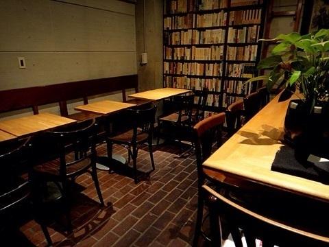 「行けば本の虜になる」5つのおすすめブックカフェ:こだわり空間で、時間を忘れる体験を 4番目の画像