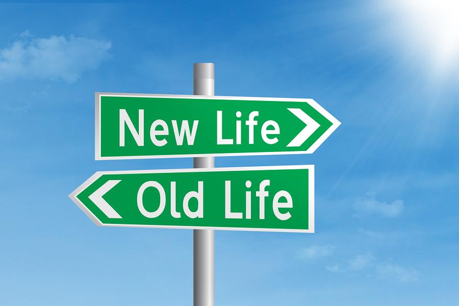 人生の習慣を変えるには「自分の葬儀で掛けられる言葉を想像しろ」:『世界一カンタンな人生の変え方』 1番目の画像