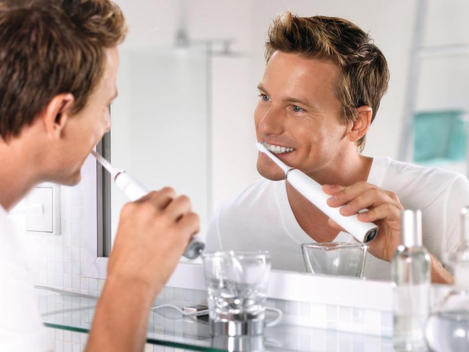 実は知らない、電動歯ブラシを使った「正しい歯の磨き方」:強く磨けばキレイになるわけではない! 3番目の画像
