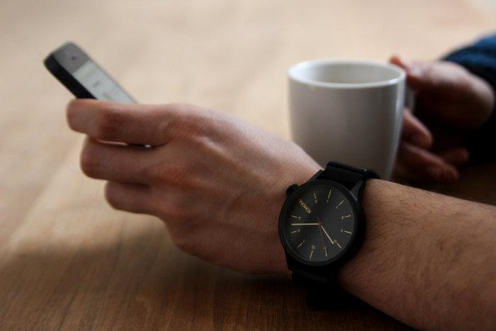 """メンズの""""かっこよさ""""を際立たせる10の腕時計ブランド:フォーマルでも、カジュアルでも 6番目の画像"""