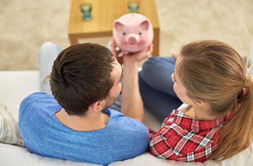 気になる「共働き夫婦」の収入や貯金額の平均とは? 共働き夫婦の世帯収入は700万超 1番目の画像