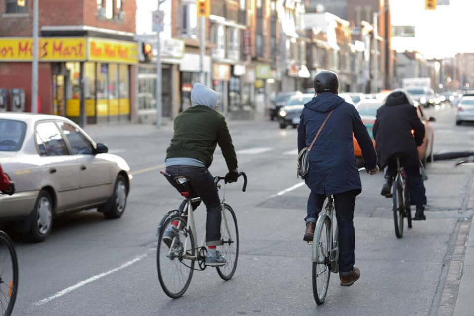 """ロードバイクを安全に乗るためのおしゃれな5つの""""ヘルメット"""":風を切って通勤するのも粋なもの 2番目の画像"""