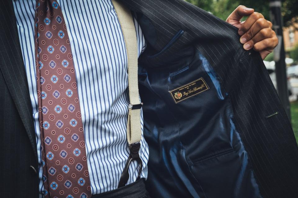 """生地選びこそ「スーツ選びの醍醐味」:スーツスタイルを格上げする""""生地選びのコツ""""とは? 1番目の画像"""