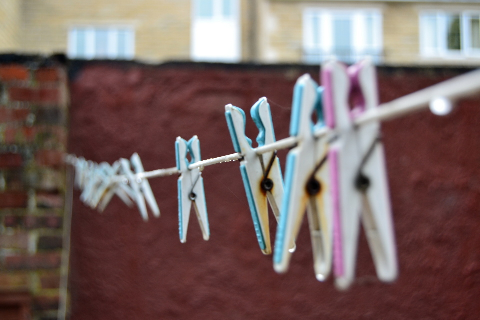 目からウロコ!? 雨の日にも役立つ洗濯物の干し方のコツ 1番目の画像