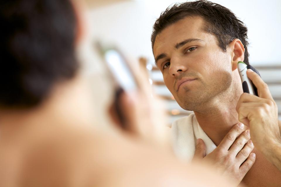 起き抜けの髭剃りはNG! あなたの肌を守る、電動シェーバーの正しい使い方 1番目の画像