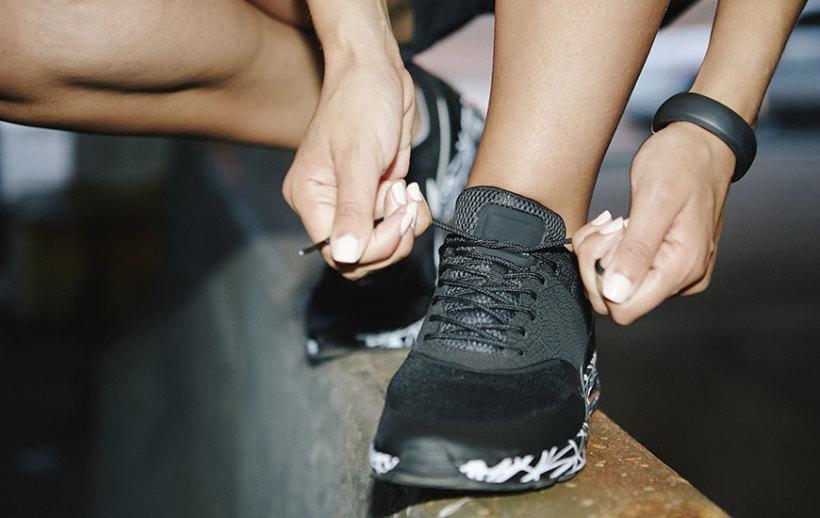 おしゃれに差がつくスニーカーの靴紐の通し方とは? 1番目の画像
