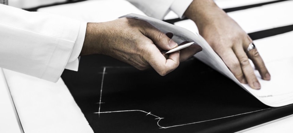 """Dior Homme""のジャケットは、すべて手作業でしかできない職人のメティエ(匠の技)で光る 4番目の画像"