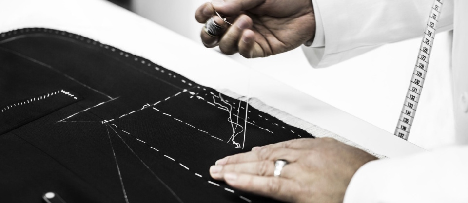 """Dior Homme""のジャケットは、すべて手作業でしかできない職人のメティエ(匠の技)で光る 5番目の画像"