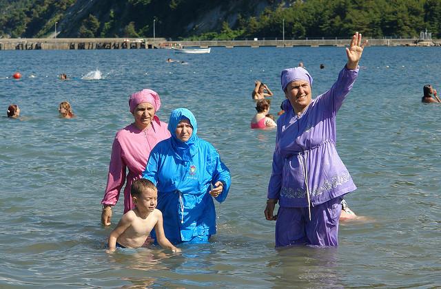 """ムスリム女性の「ブルキニ禁止」は反イスラムの表れ? """"自由の国""""フランスが抱える矛盾 2番目の画像"""