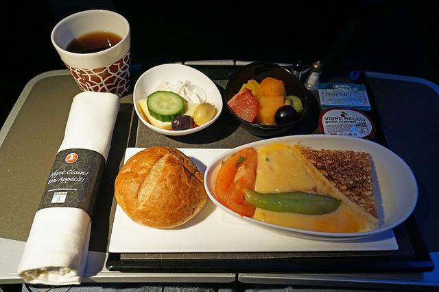 """エコノミークラスでさえ""""空飛ぶレストラン""""!? 世界の航空会社がしのぎを削る人気機内食ランキング 3番目の画像"""