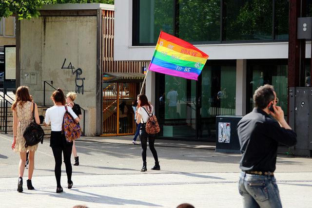 LGBT人口は、左利き人口とほぼ同じ。:一橋大生の自殺からわかるLGBTが「生きづらい」世の中 1番目の画像