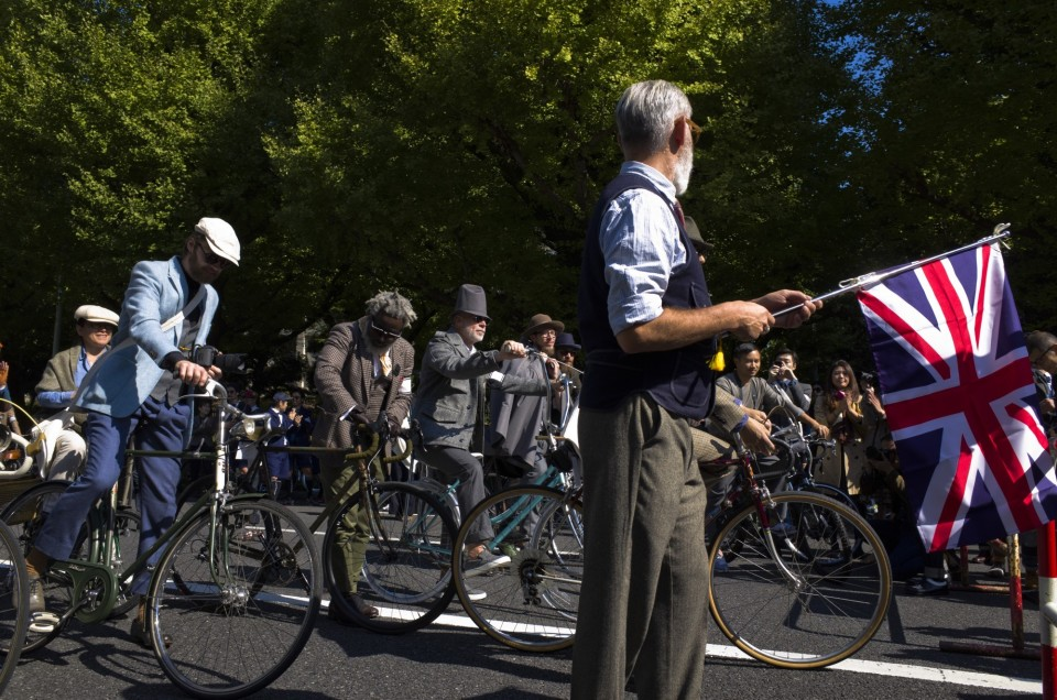 ツイード必須のサイクリングイベント「ツイードラン」:ファッション×スポーツの新たな可能性 1番目の画像