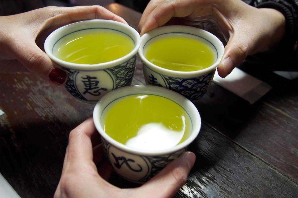 """仕事帰りは緑茶で乾杯:酒・タバコNGの""""シラフ男子""""が20代男性に急増中! 1番目の画像"""