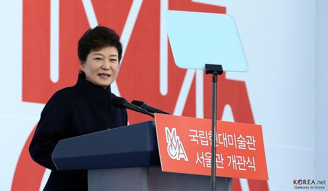 韓国・朴大統領退陣へ100万人超の抗議:怒りの矛先は50年経っても残る独裁政権の亡霊へ? 1番目の画像