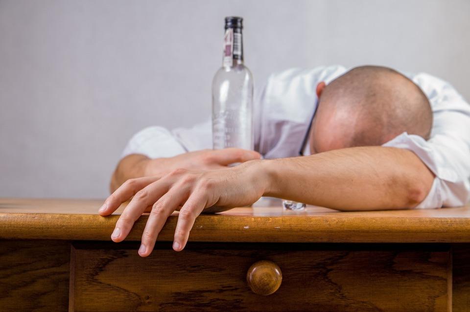 蒸留酒と醸造酒の違い説明できる? 忘年会シーズンに知っておくべき、二日酔いしにくいお酒を紹介! 1番目の画像