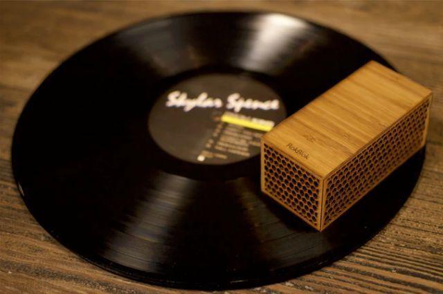 レコードの世界へようこそ! レコード盤の上を走るポータブルレコードプレイヤー「RokBlok」 1番目の画像