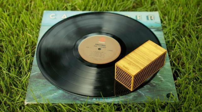 レコードの世界へようこそ! レコード盤の上を走るポータブルレコードプレイヤー「RokBlok」 2番目の画像