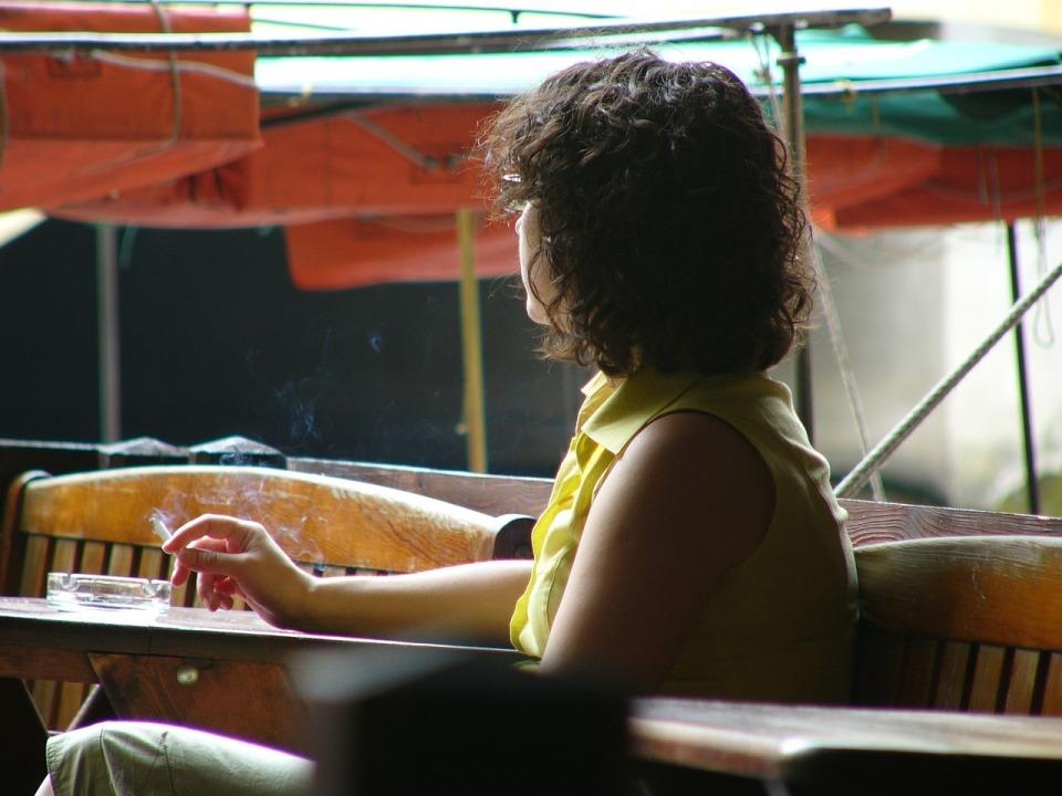 世界的に飲食店を全面禁煙にしてないのは日本だけ? 禁煙強化案への懸念で感じる喫煙大国・日本の姿 1番目の画像