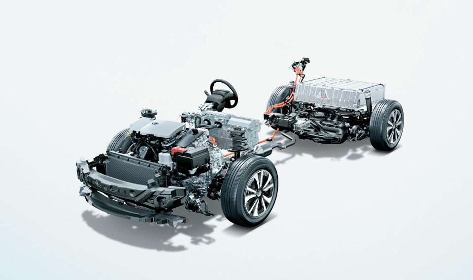次世代環境車の大本命! 世界初となる大型ソーラーパネル搭載のトヨタ「プリウスPHV」誕生 3番目の画像