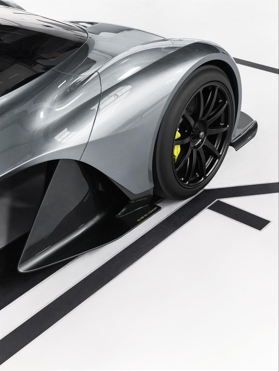 アストンマーティン×レッドブル! 豪華製作陣のハイパフォーマンスカー「AM-RB 001」 5番目の画像