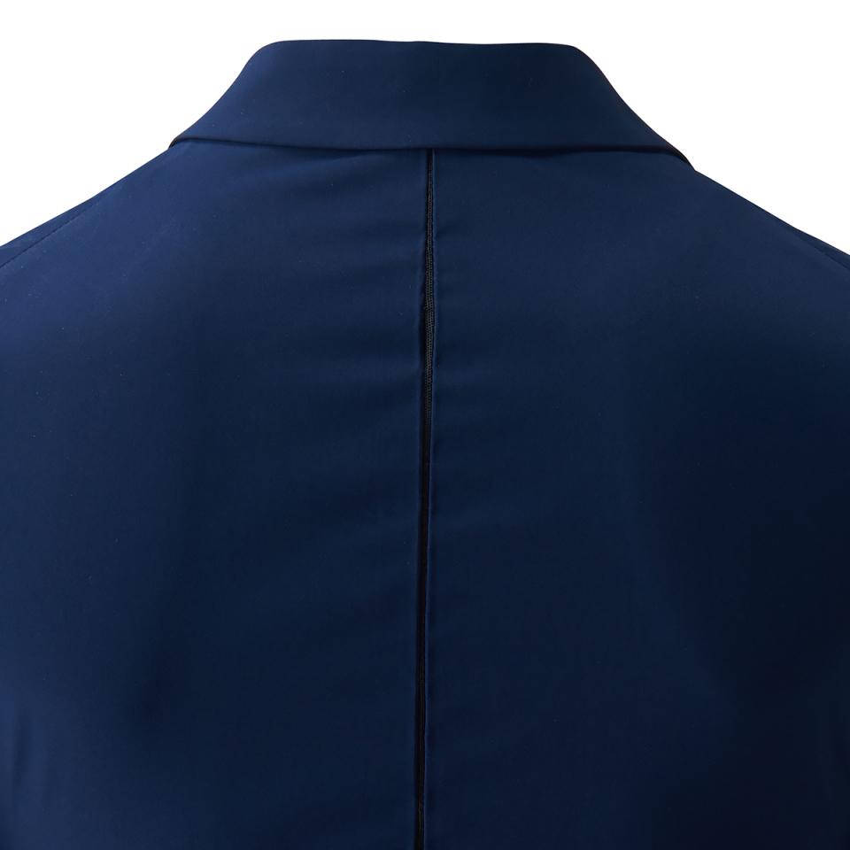 ハイテク系スニーカーと合わせて都会的なスーツスタイル:「アディダス」×「イセタンメンズ」がコラボ 4番目の画像