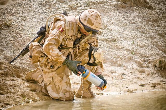 アウトドアや防災グッズに最適! 英国軍が採用する携帯浄水器「ライフセーバーボトル」 6番目の画像