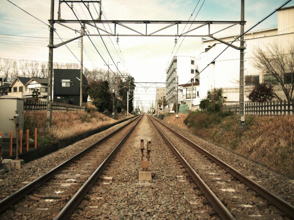 繰り返される悲劇に終止符を:「開かずの踏切」解消に奮励する鉄道会社 2番目の画像