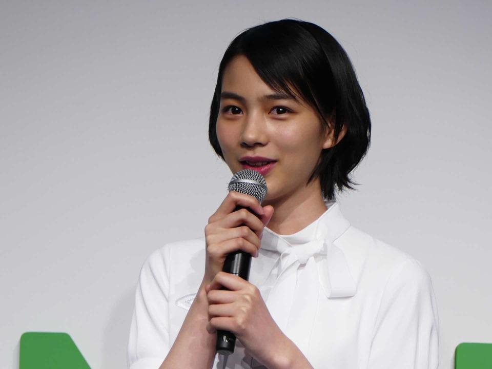 LINEモバイル新CM発表会に女優のんさん登壇:夏には通話定額オプションも導入? 6番目の画像