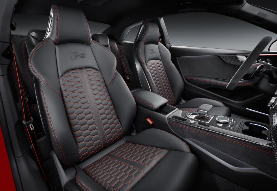 アウディGT新モデル「RS 5 クーペ」は新開発ツインターボエンジンを搭載し、力強い顔つきに! 5番目の画像