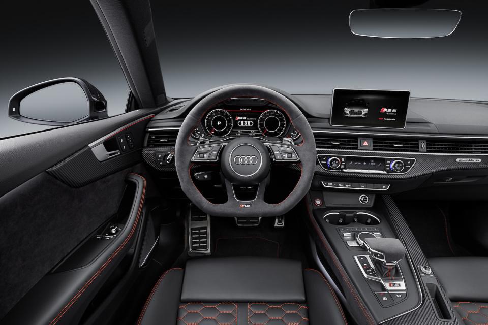 アウディGT新モデル「RS 5 クーペ」は新開発ツインターボエンジンを搭載し、力強い顔つきに! 6番目の画像